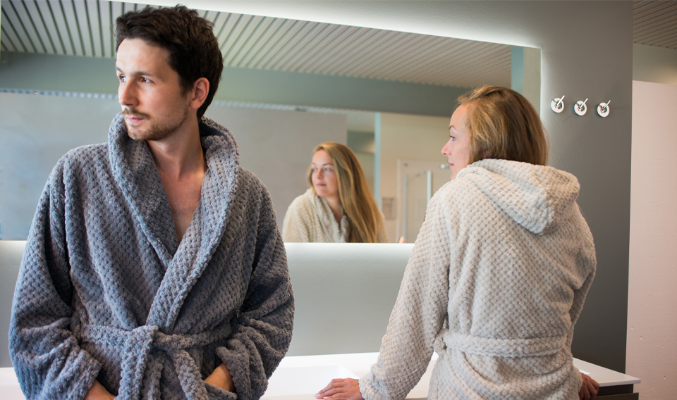 Man en vrouw in Clarysse badjas